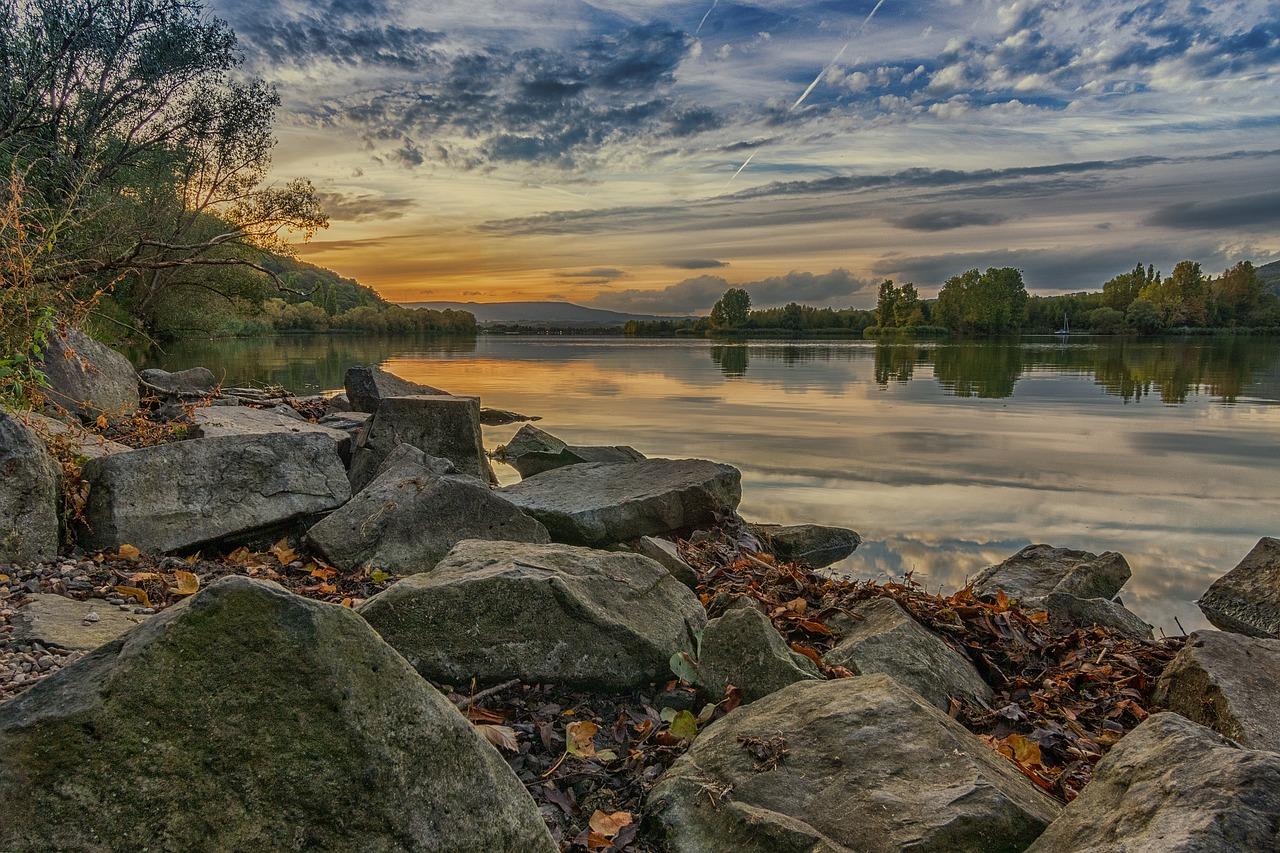 lake-2267994_1280